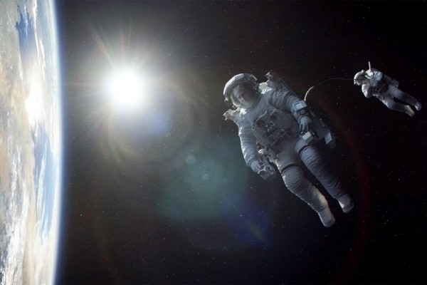 gravity-movie-review-space-earth-1400x933